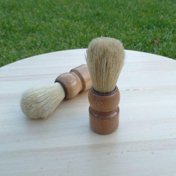 fa borotvapamacs természetes sötével oldalnézet