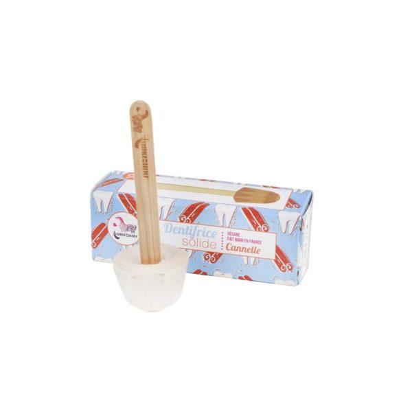 Lamazuna pálcikás fogkrémdobozzal fahéj ízű dobozzal állítva